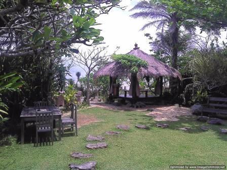 balikpapan beach house restaurant, unique leisure along the balikpapan beach in an artful creature