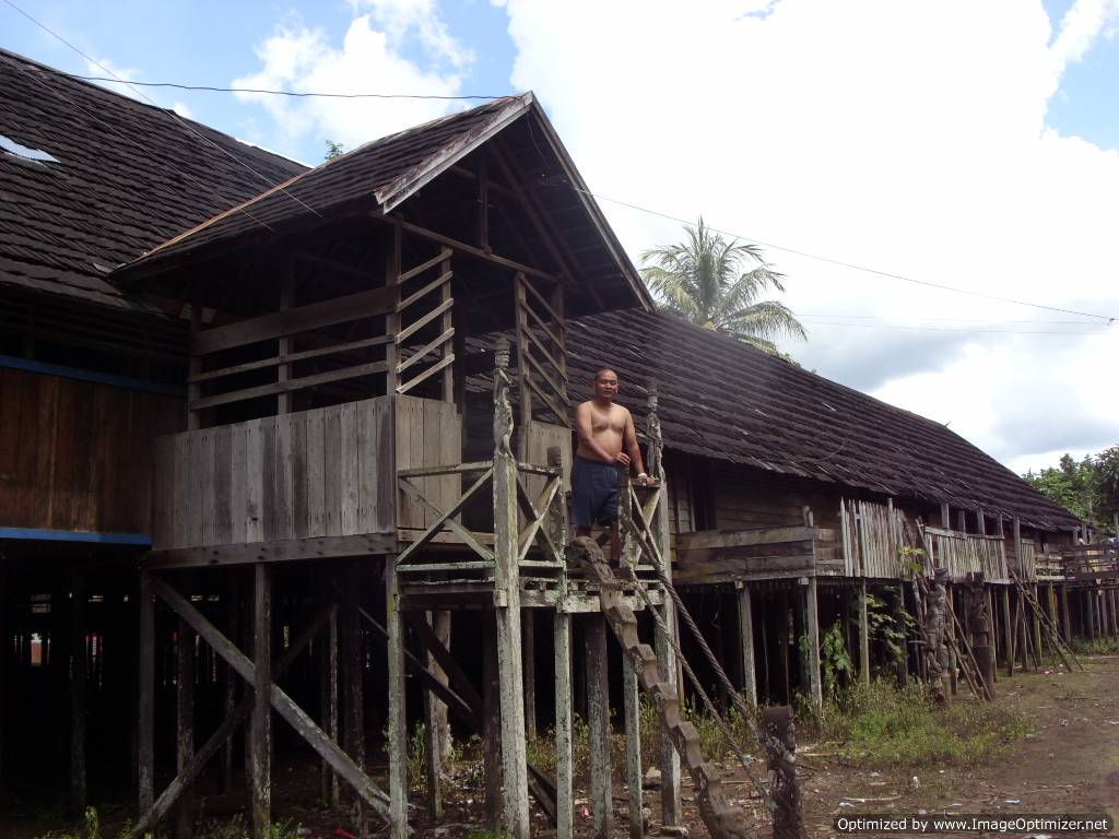 borneo, kalimantan, longhouse, dayak, tour, culture, tribe, forest, jungle, rain forest, trek, trail