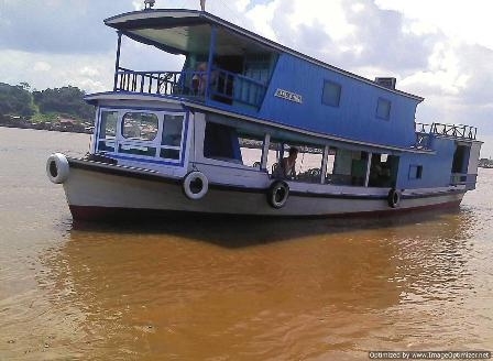 houseboat cruise mahakam river holiday safari trip in the heart of bornjeo kalimantan indonesia