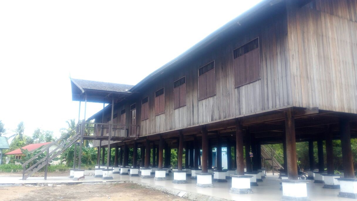 longhouse, dayak, tribe, kalimantan, borneo, indonesia, tour, trip, safari, journey, expedition